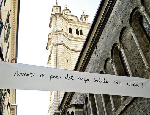 Cesare Viel, Domande per il corpo, 2006-2007, particolare dell'installazione, striscione in pvc, Via San Lorenzo, Genova. Foto Rokma. Courtesy Pinksummer, Genova