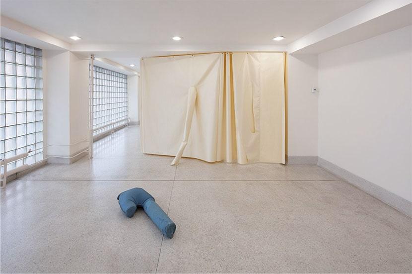 Introducing Sara Enrico: The Jumpsuit Theme, veduta della mostra, 2019, Národní galerie Praha. Foto Národní galerie Praha, Katarina Hudačinová