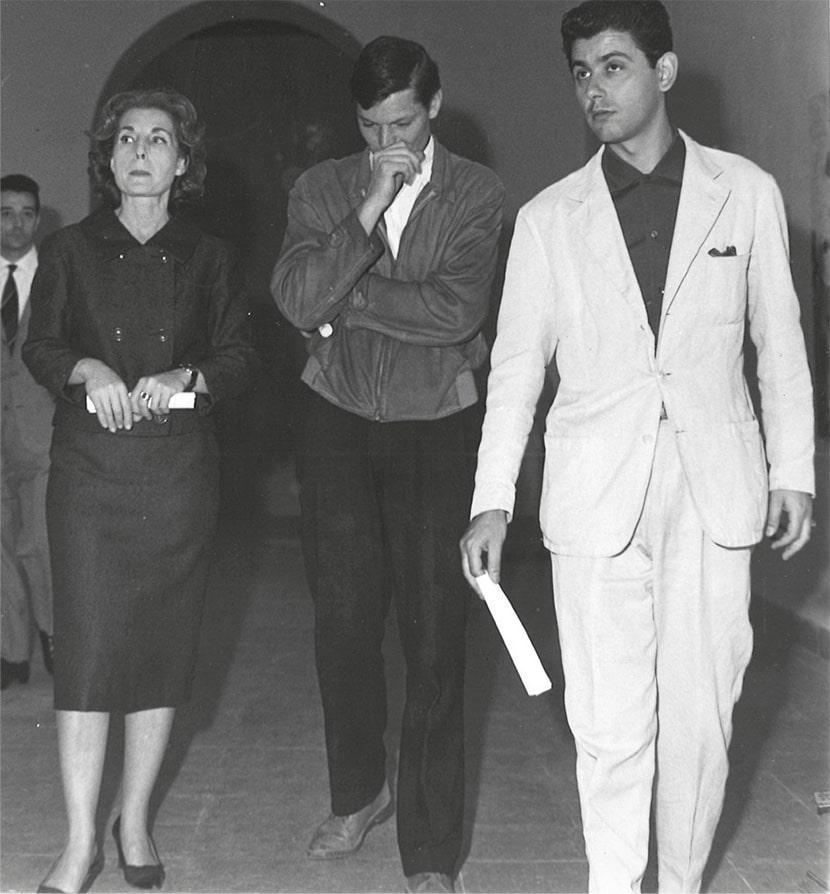 da sinistra: Palma Bucarelli, Franco Angeli, Vittorio Brandi Rubiu, Galleria Nazionale d'Arte Moderna, Roma, 1960
