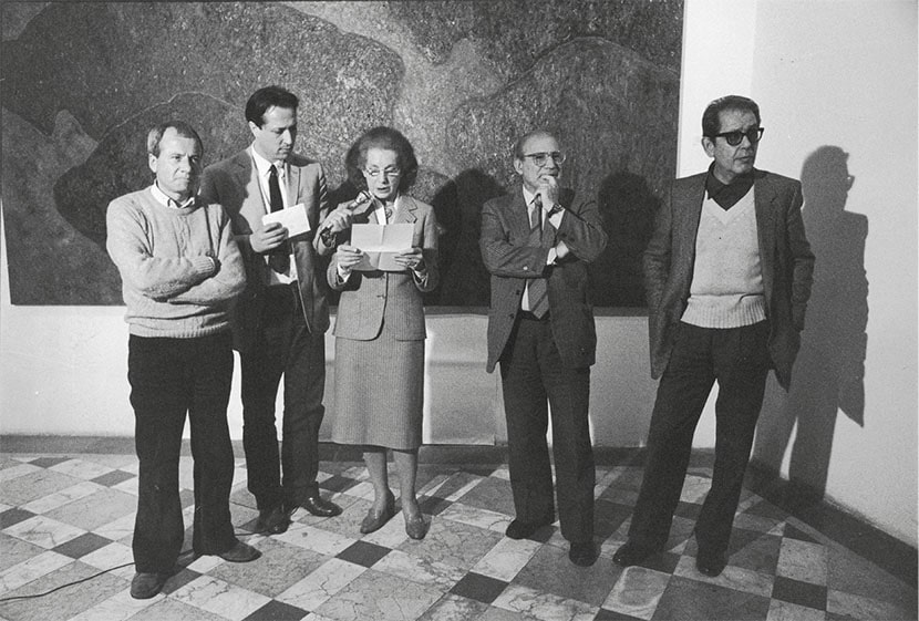 da sinistra: Achille Bonito Oliva, Roberto Lambarelli, Palma Bucarelli, Filiberto Menna, Vittorio Brandi Rubiu durante l'assegnazione del Premio Extemporanea, L'Attico, Roma, 13 maggio 1984